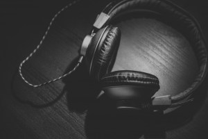 black-and-white-image-of-headphones